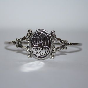 Beautiful vintage silver Avon locket bracelet